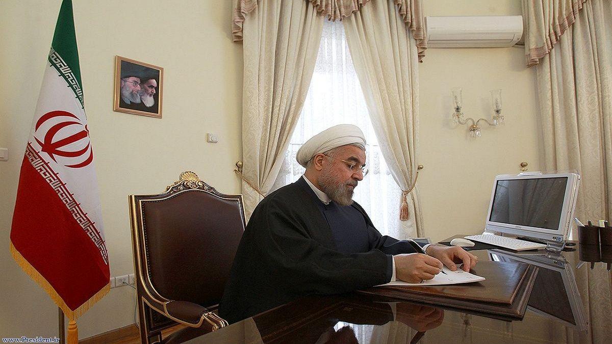 روحانی:در ثبت نام از داوطلبان، قوانین موجود ملاک عمل باشد