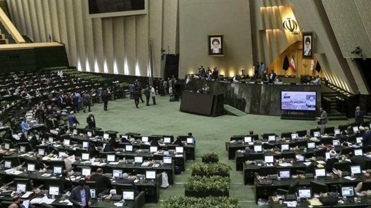 مجلس با واردات خودروهای خارجی از مناطق آزاد مخالفت کرد