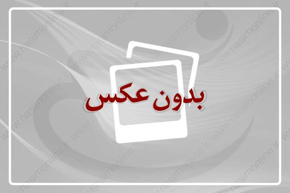 روحانی در ادامه برنامههای سفر به استان مرکزی از بیت امام خمینی(ره) در شهر خمین بازدید کرد