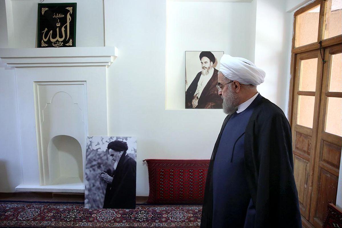 حضور روحانی در بیت امام خمینی (ره) در خمین + تصاویر