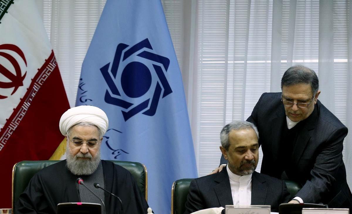 دلار در دولت روحانی ۷۲۰ تومان و بعد از برجام ۶۰۰ تومان گران شد+ جدول