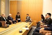 ظریف با نخست وزیر ژاپن دیدار و گفتگو کرد