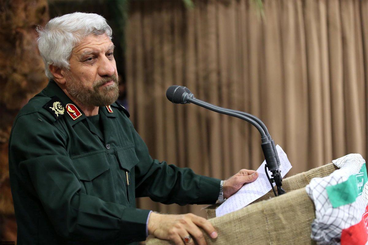 شعری که حاج صادق آهنگران در حضور رهبر معظم انقلاب قرائت کرد