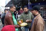 توزیع شیرینی در غزه به مناسبت عملیات مقاومت در کرانه باختری