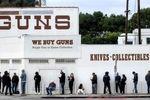اعتراض امریکاییها به بسته شدن اسلحه فروشیها