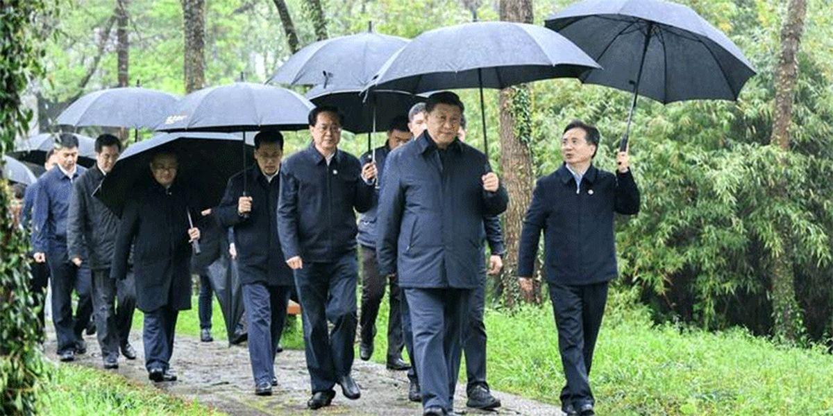 تصاویر: رئیس جمهور بدون ماسک به پارک رفت
