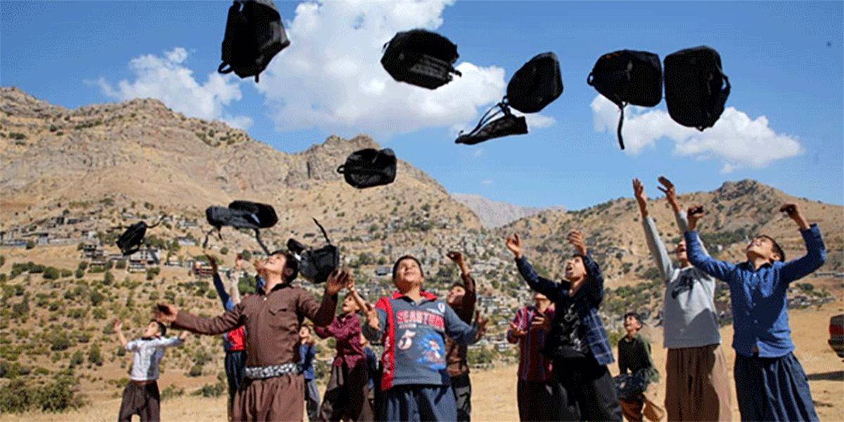 گلرنگ 10 هزار کولهپشتی حاوی لوازم التحریر به مناطق صفرمرزی اهدا کرد.