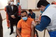 تزریق واکسن کرونای پاکبانان آبادان به برخی از اعضای شورای شهر و مدیران شهرداری
