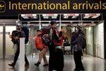 همه مسافران به انگلیس دو بار تست کرونا میدهند