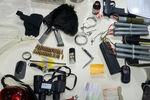 تجهیزات کشف شده از فرد تروریست در عوارضی تهران