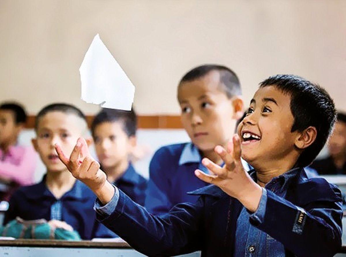 در بستهی مدارس به روی دانش آموزان افغانستانی